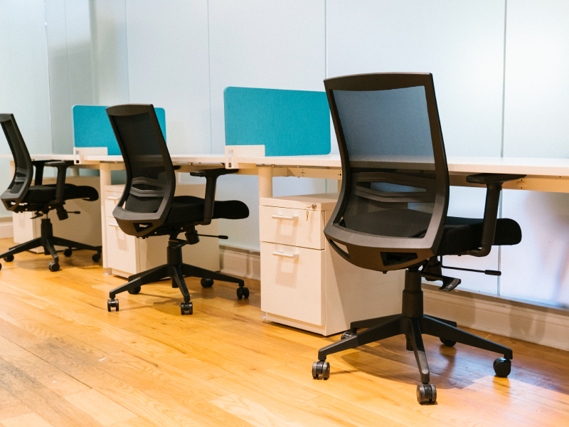 Derby Task Chairs in Black Frame with Black Mesh Back | z1 Benching | Slide-on Screens