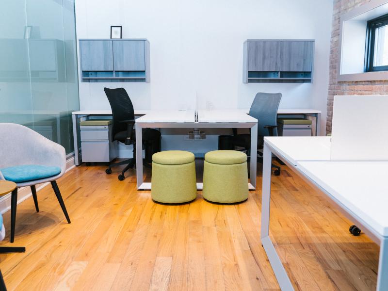 Pivit Open Frame Benching (White/Silver Base) | Dot Lounge Seats (Peat)